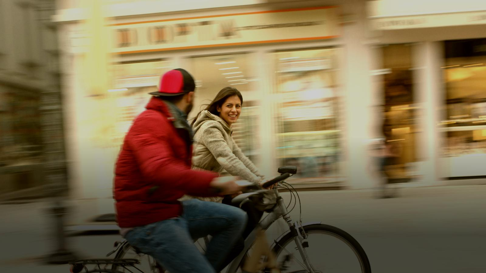 couple cycling